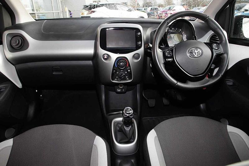 Toyota AYGO 1.0i x-play 5-Dr X-TOUCH UPGRADE