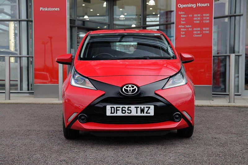 Toyota AYGO 1.0 x-play 5-Dr £0 ROAD TAX
